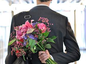 Как подарить в подарок букет цветов