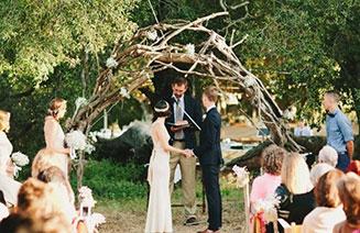 Венчальная арка для рустикальной свадьбы