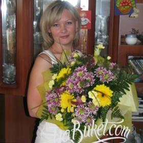 Букет из хризантем и гербер для именинницы - фото