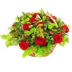 весенний яркий букет роз с травами.jpeg