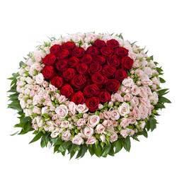 огромное кашпо с красивейшими розами.jpeg