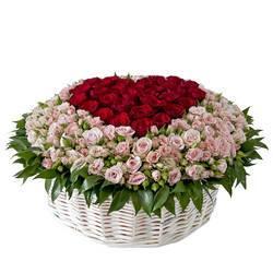романтическое сердце из живых роз.jpeg