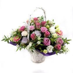 красота из свежих цветов роз и эустом.jpeg