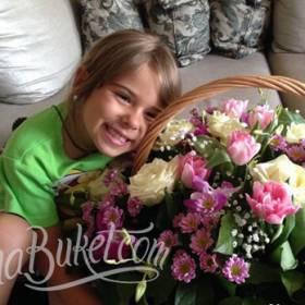 Корзина цветов для именинницы - фото