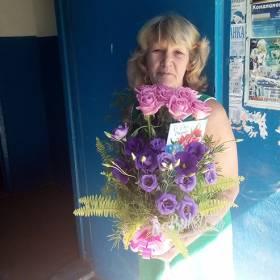 Композиция из роз и эустом для любимой мамы - фото