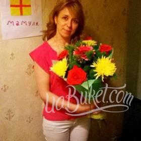 Букет хризантем, роз и гербер для любимой мамы - фото