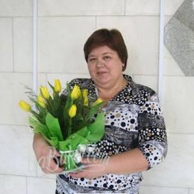 Весенний букет желтых тюльпанов для коллеги - фото