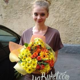 Яркий букет для очаровательной девушки - фото