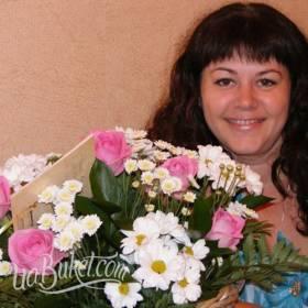 Букет из розовых роз и хризантем для мамы - фото