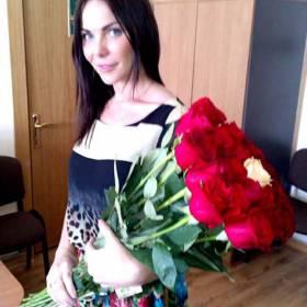 Букет красных роз для любимой - фото