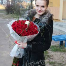 Букет красных роз для девушки - фото