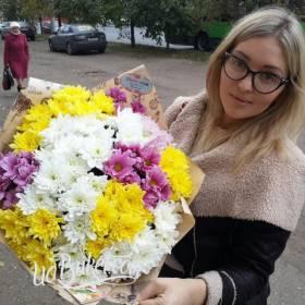 Разноцветные хризантемы для сестры - фото