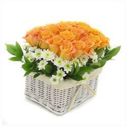 желто-огненные розы в корзинке.jpeg