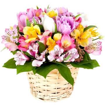 Весенние цветы в ярком букете