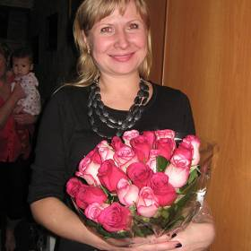 Импортные розы для любимой мамы - фото