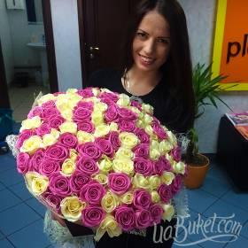 Букет роз с доставкой в офис для получательницы - фото