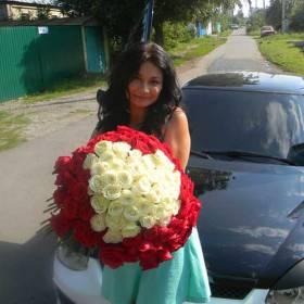 Букет красных и белых роз для жены - фото