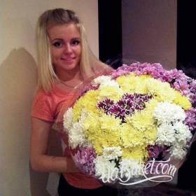Букет разноцветных хризантем для сестрички - фото
