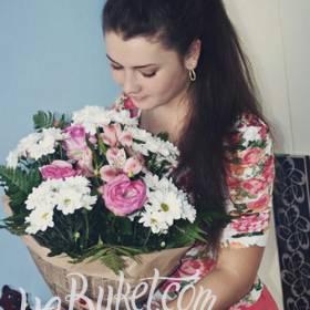 Букет из хризантем, розовых роз и альстромерий для дочери - фото