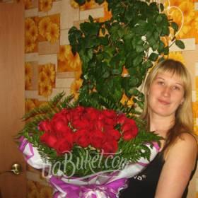 Букет красных роз с доставкой для именинницы - фото