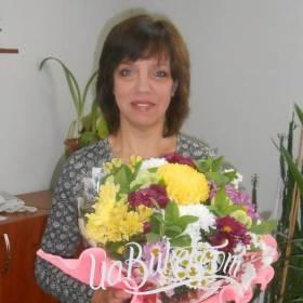 Букет разноцветных хризантем для счастливой получательницы - фото