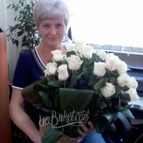 25 белых роз с доставкой для мамы - фото