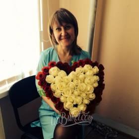 Букет в форме сердца с доставкой для получательницы - фото