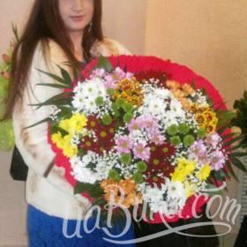 Большой букет хризантем с доставкой для получательницы - фото