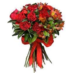 насыщенный красный букет роз.jpeg