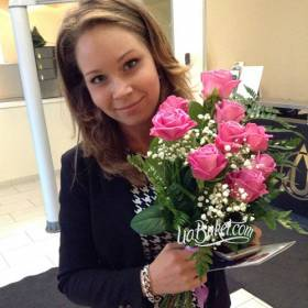 Букет розовых роз для девушки - фото