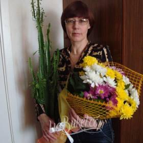 Букет разноцветных хризантем для мамы - фото