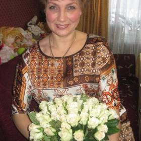 Белые розы с доставкой для мамы - фото