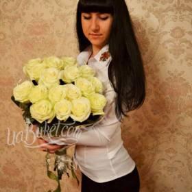 Букет белых роз для получательницы - фото