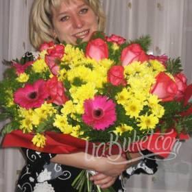 Розы, герберы и хризантемы для любимой мамы - фото