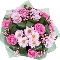 плотный сборной букет розовых цветов.jpeg