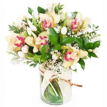 изящный букет орхидей к платью.jpeg