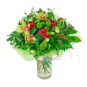 розы в папоротнике и зелени.jpeg