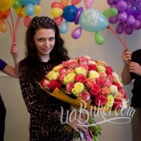 Букет разноцветных роз для именинницы - фото