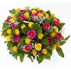 большущая связка роскошных цветов.jpeg