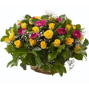 целая корзина цветов в красивой корзина.jpeg