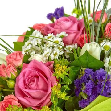 луговые цветы и травы с розами.jpeg