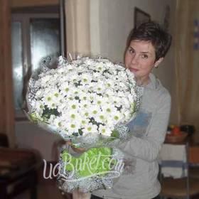 Букет белых ромашек для получательницы - фото