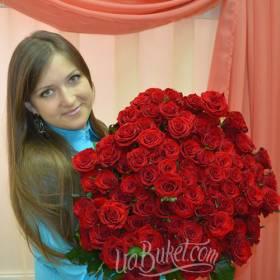 Роскошный букет красных роз для девушки - фото