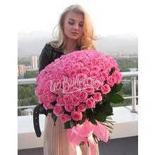 Девушка с большим букетом розовых роз Аква -фото