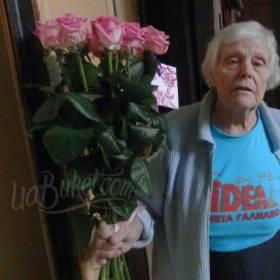 Букет розовых роз для любимой бабушки - фото