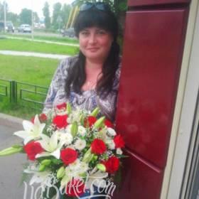 Доставка букета из роз, лилий и хризантем для именинницы - фото