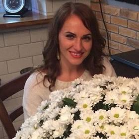 Роскошный букет белых хризантем для именинницы - фото