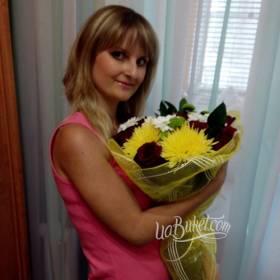 Букет из хризантем и роз для именинницы - фото