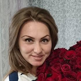 Большой букет красных роз для девушки - фото