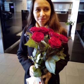 Девушка с розами Гран При - фото